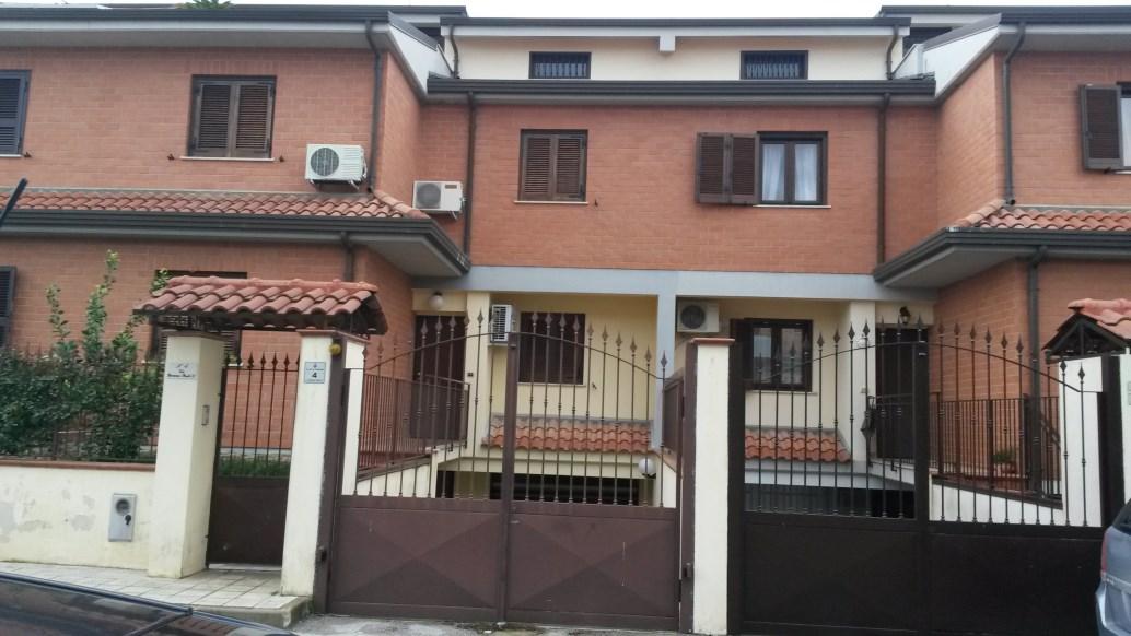 Villa vendita FRIGNANO (CE) - 99 LOCALI - 160 MQ