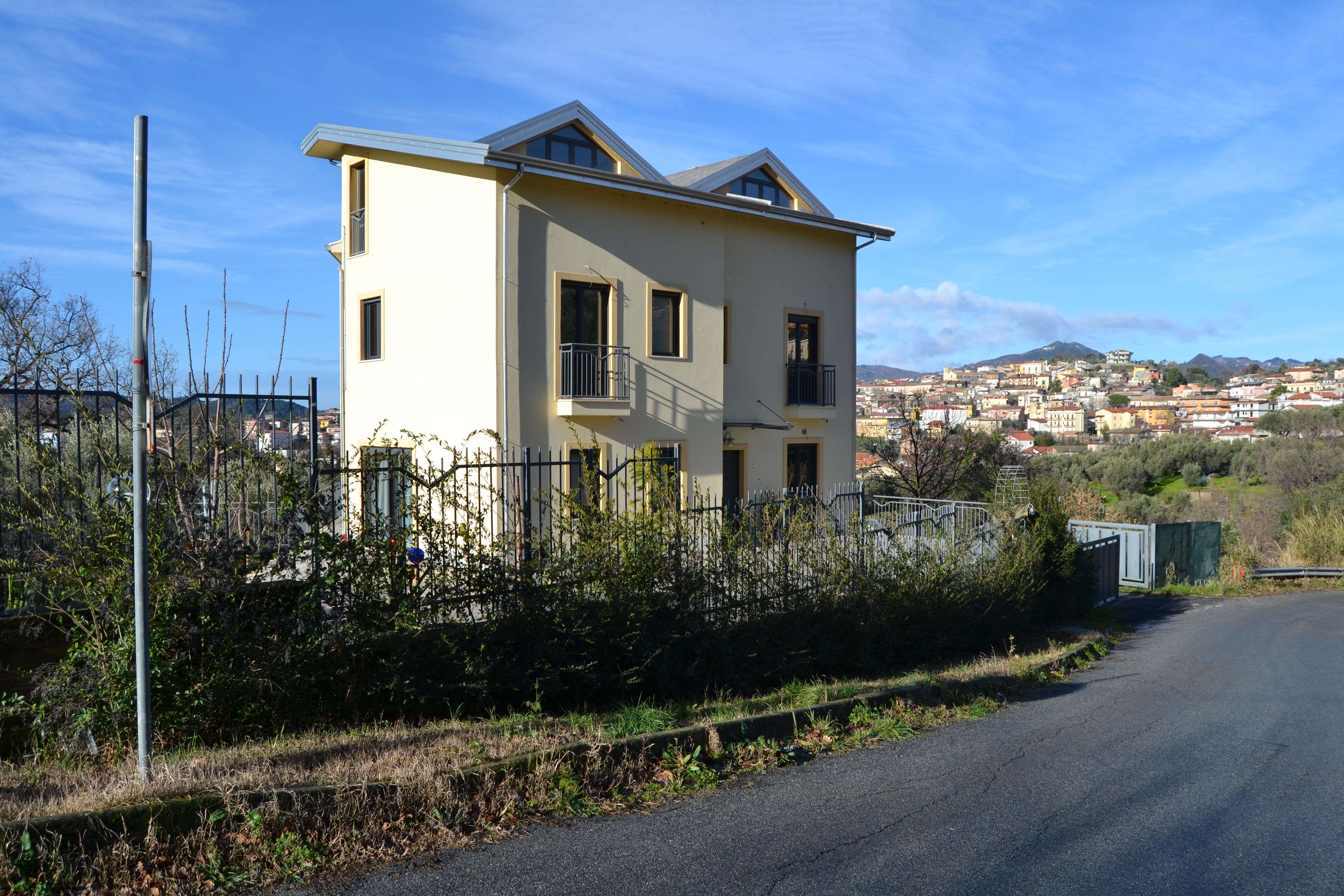 Villa vendita SIMERI CRICHI (CZ) - 99 LOCALI - 400 MQ