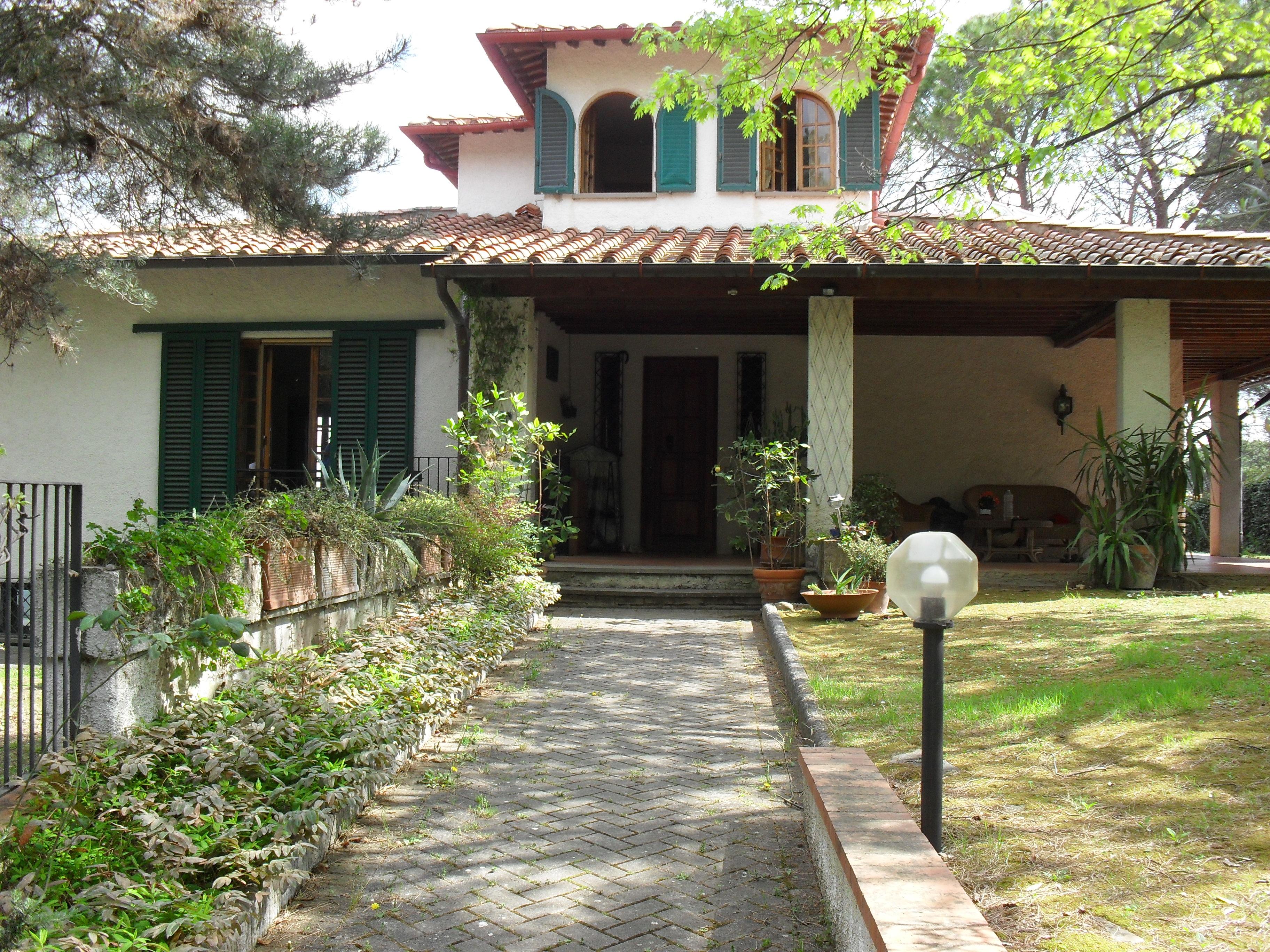 Villa vendita CARMIGNANO (PO) - 99 LOCALI - 300 MQ