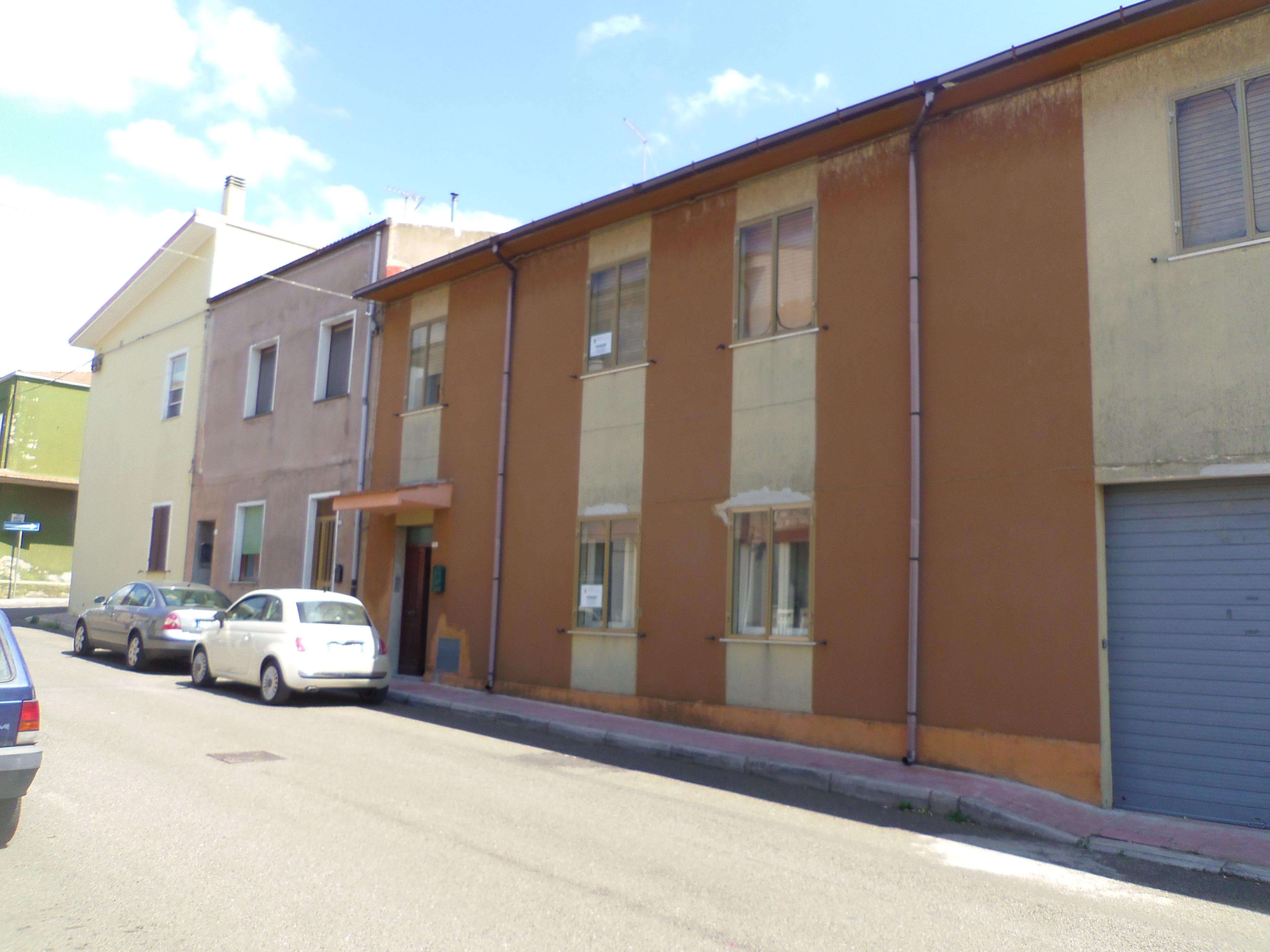 Villa vendita MACOMER (NU) - 99 LOCALI - 170 MQ
