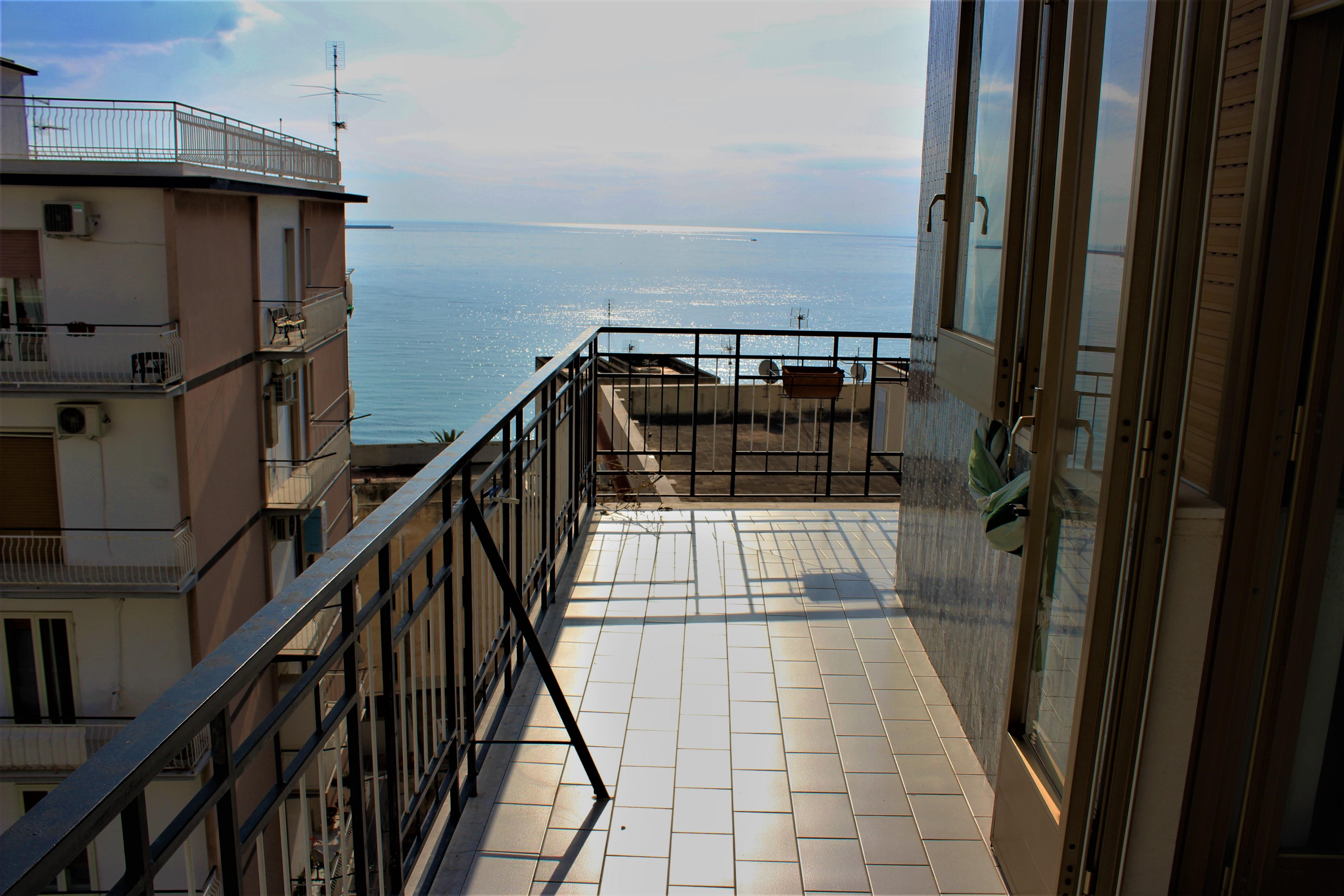 Appartamento vendita MANFREDONIA (FG) - 99 LOCALI - 145 MQ