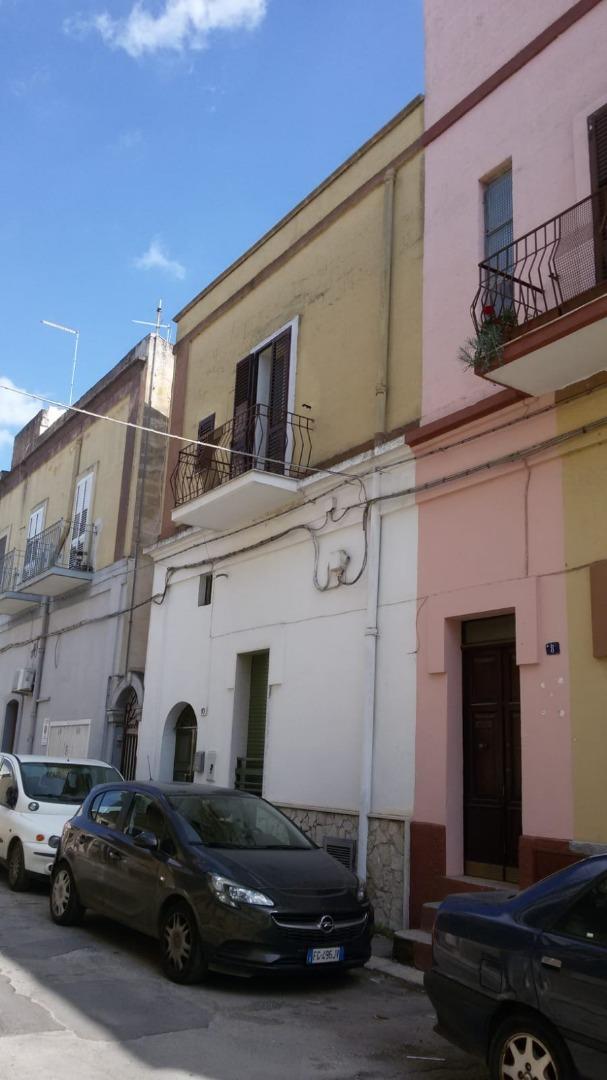 vendita appartamento taranto   60000 euro  1 locali  80 mq