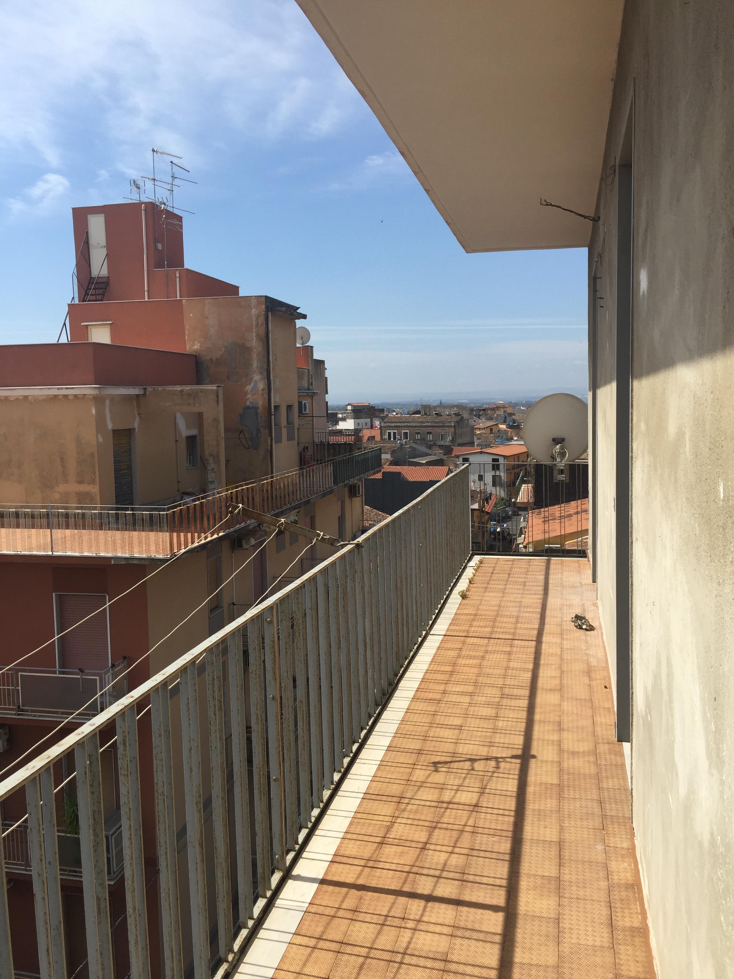 vendita appartamento catania   50000 euro  1 locali  90 mq