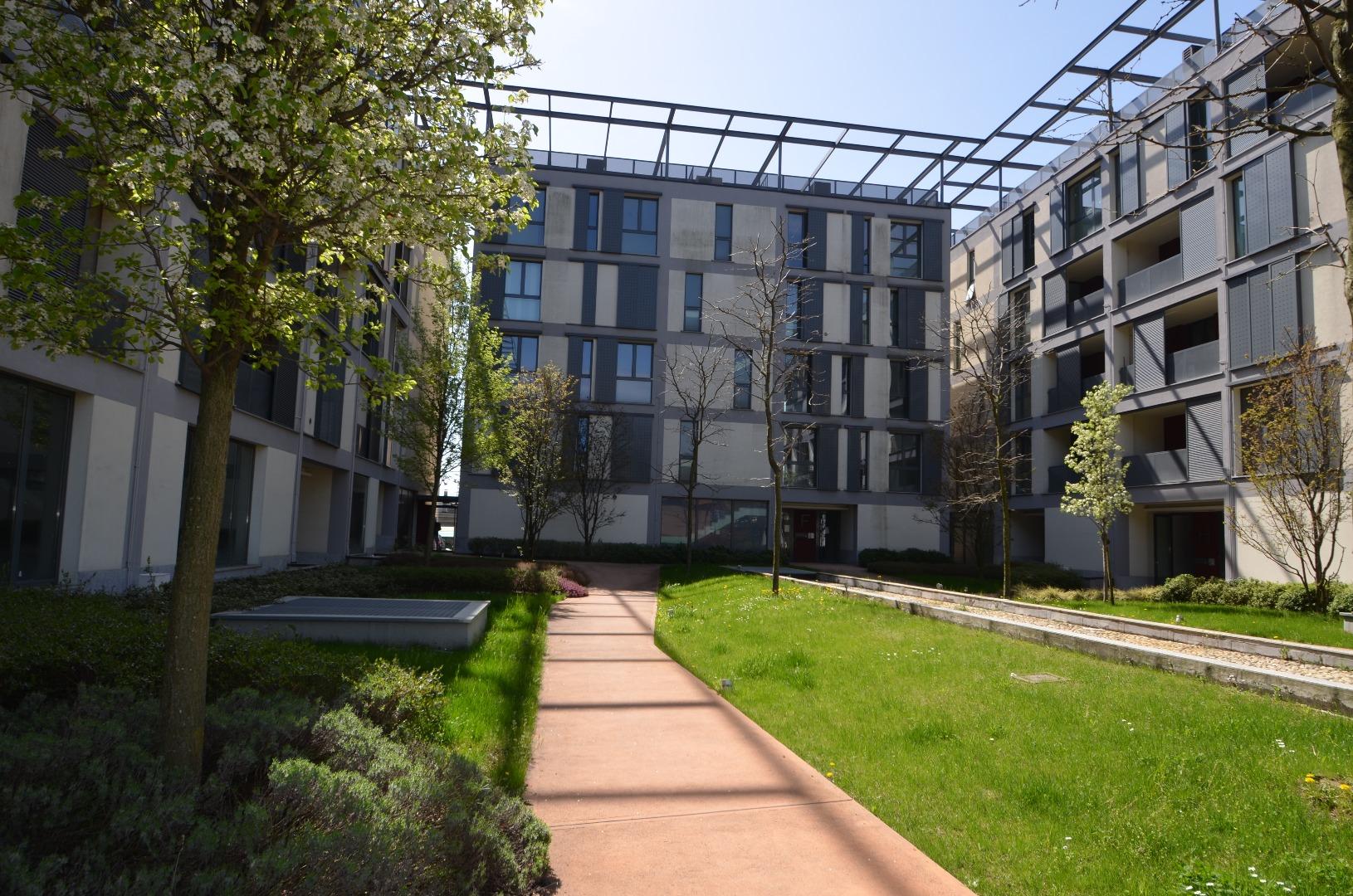 vendita appartamento como   195000 euro  15 locali  72 mq