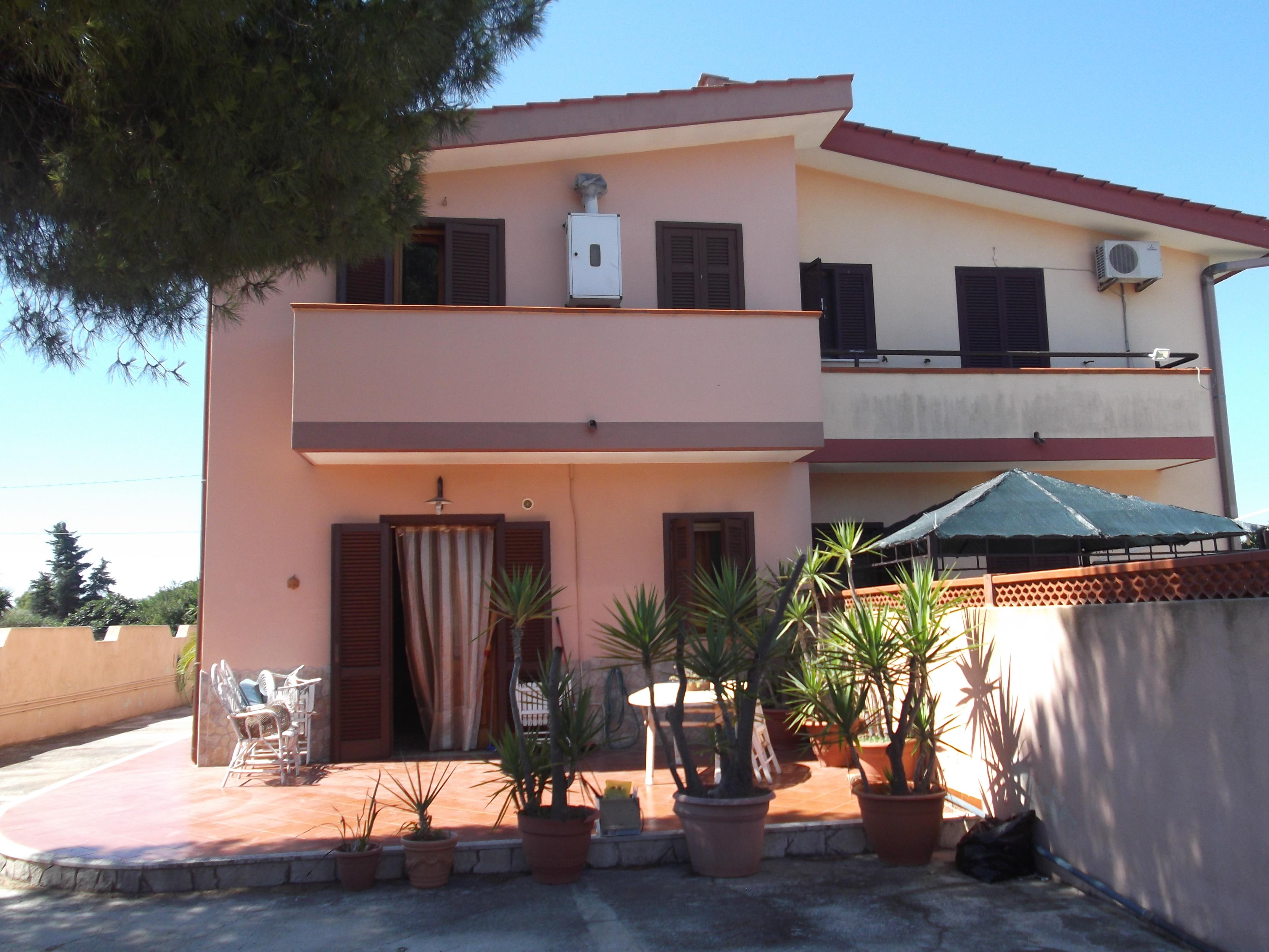 affitto appartamento taranto  via ostriche 18 375 euro  1 locali  100 mq